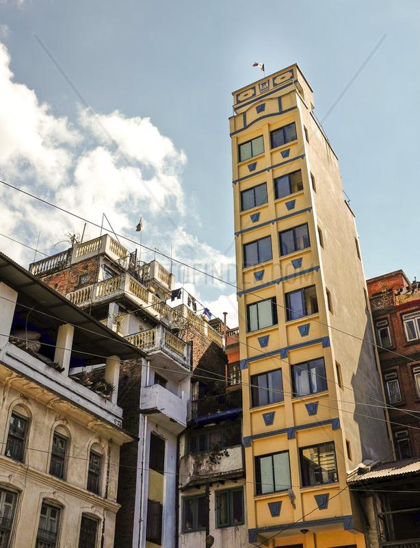 Hochhaus in der Altstadt von Kathmandu,  Nepal