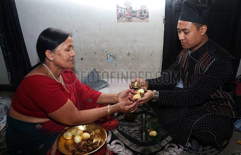 (CDAC)NEPAL-BHAKTAPUR-YOUNG NEPALI PHOTOGRAPHER