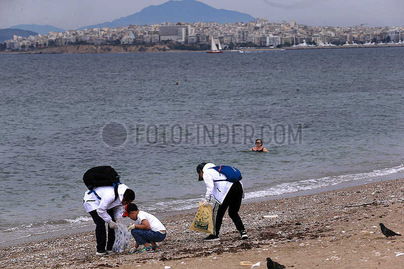 GREECE-ATHENS-BEACH-VOLUNTEERS-CLEANING UP, (??)GREECE-ATHENS-BEACH-VOLUNTEERS-CLEAN UP