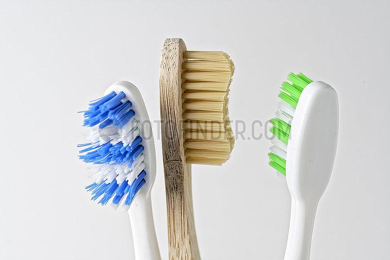 Plastikvermeidung: Holzzahnbuerste statt Plastikzahnbuerste., nusko_007905_151
