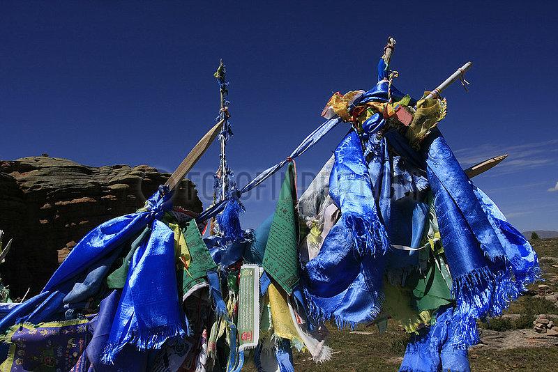 Kathas und Gebetsfahhnen in der Mongolei