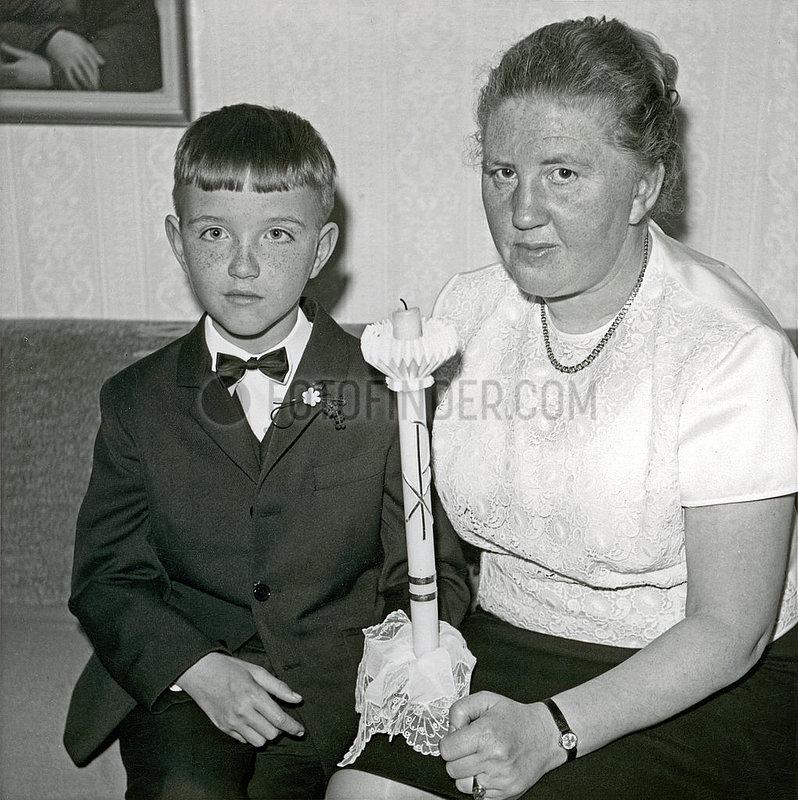 Kommunionkind mit Mutter,  Erste Hl. Kommunion,  1968