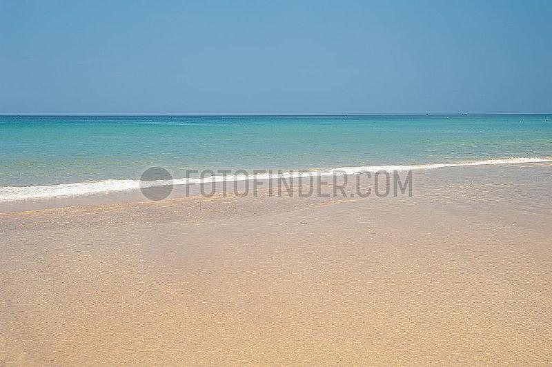 Phuket,  Thailand,  Blick auf die Andamanensee am Strand von Karon Beach