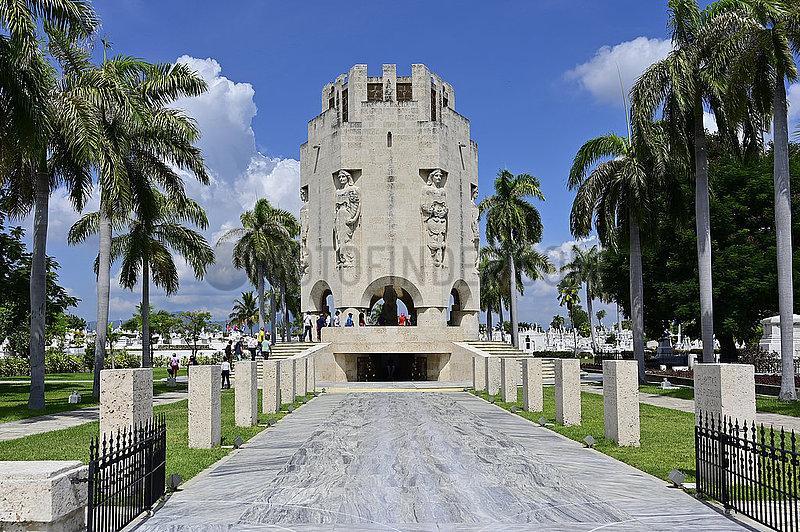 Kuba,  Santiago de Cuba- Grabmonument von Jose Marti auf dem Friedhof Santa Ifigenia
