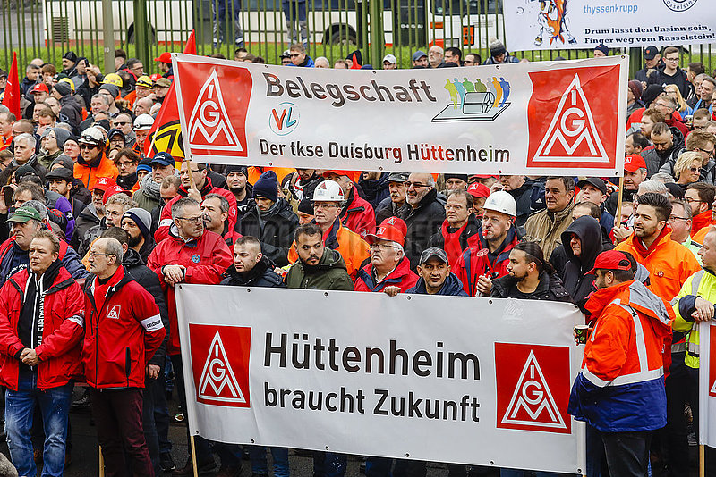 Stahlarbeiter demonstrieren bei ThyssenKrupp Steel,  Duisburg,  Ruhrgebiet,  Nordrhein-Westfalen,  Deutschland,  Europa