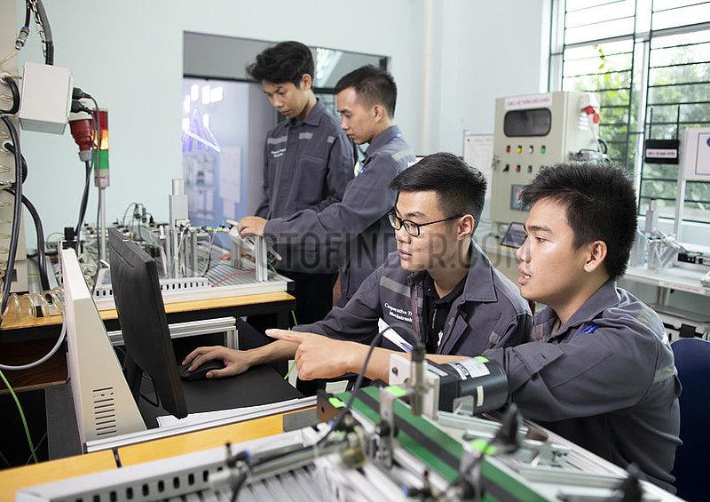 Konstruktionsmechanik,  Mechatronik,  Industrieelektronik und Zerspanung