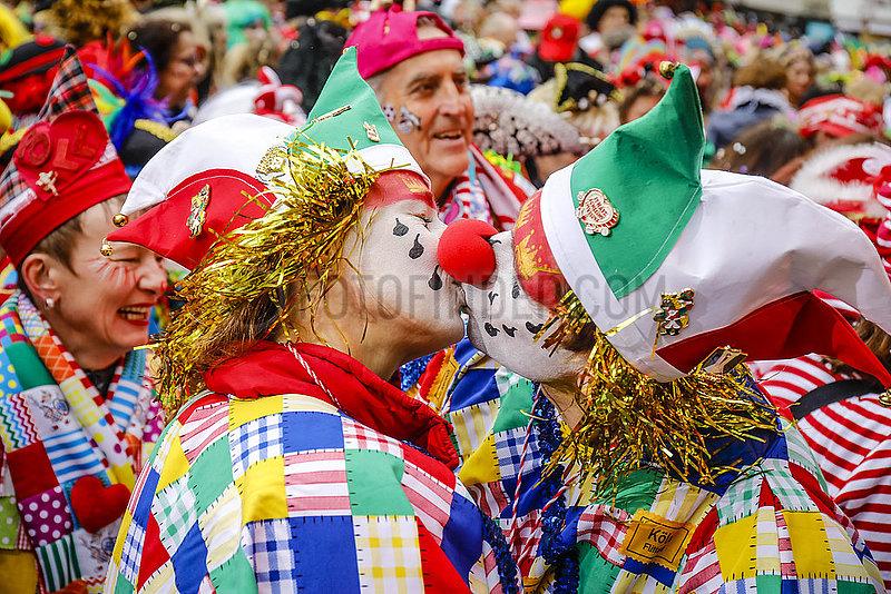 Karneval in Koeln,  Weiberfastnacht am Alter Markt,  Koeln,  Rheinland,  Nordrhein-Westfalen,  Deutschland