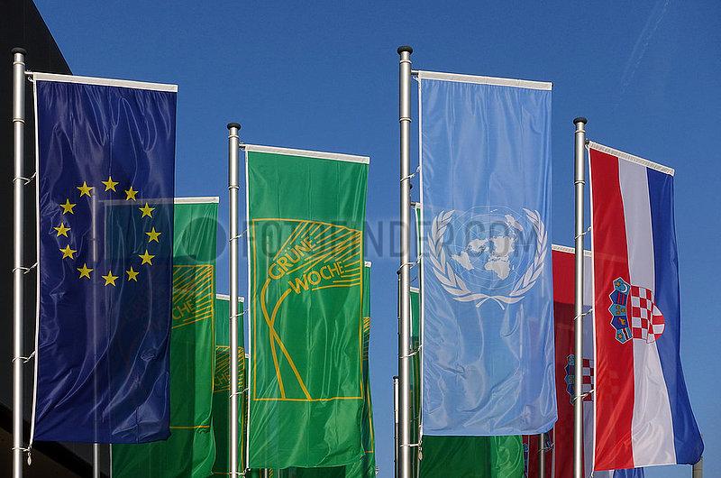 Berlin,  Deutschland,  Fahnen der Europaeischen Union,  der Internationalen Gruenen Woche,  der Vereinten Nationen und der Republik Kroatien