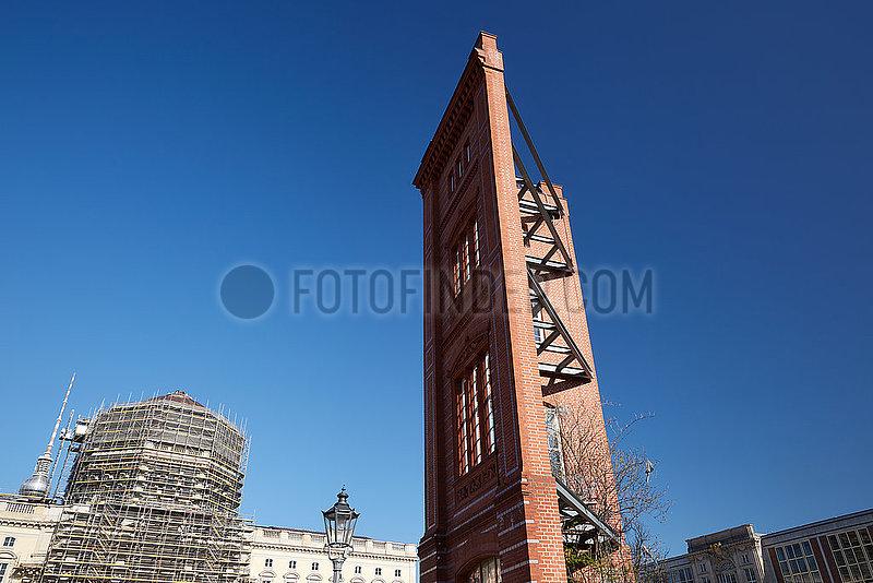 Berlin,  Deutschland - Musterfassade der ehemaligen Bauakademie am Schinkelplatz.