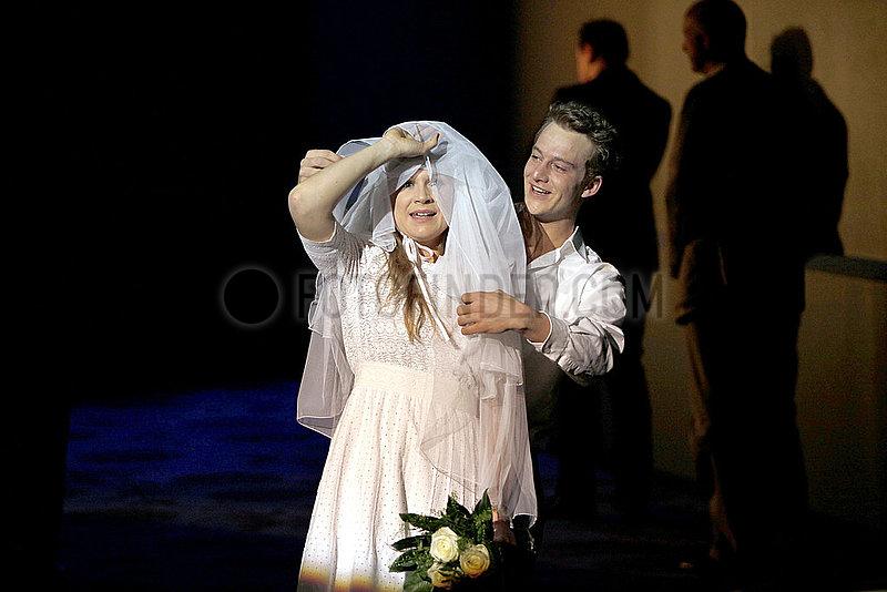 Maxim Gorki Theater Berlin MADAME BOVARY
