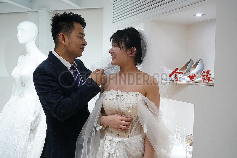 CHINA-JIANGSU-NANJING-GROUP WEDDING-PHOTOS (CN)