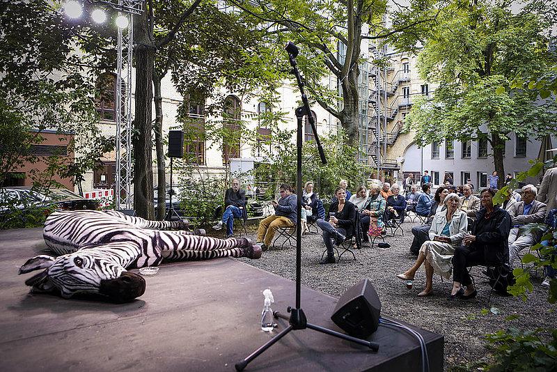 Berliner Ensemble BUSSI BABAAL