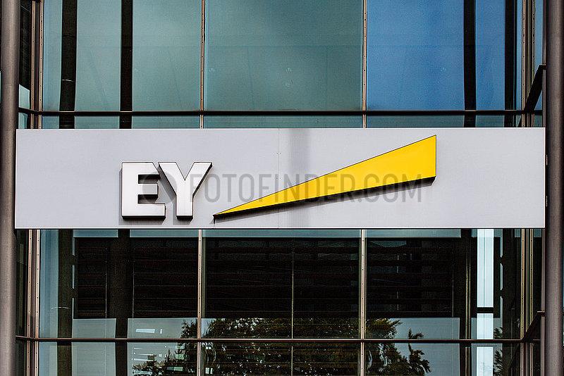 EY Logo - Wirtschaftspruefer Ernst & Young