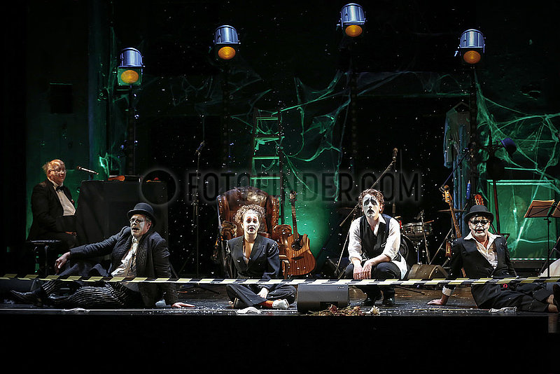 Renaissance-Theater IRGENDWAS IS IMMA