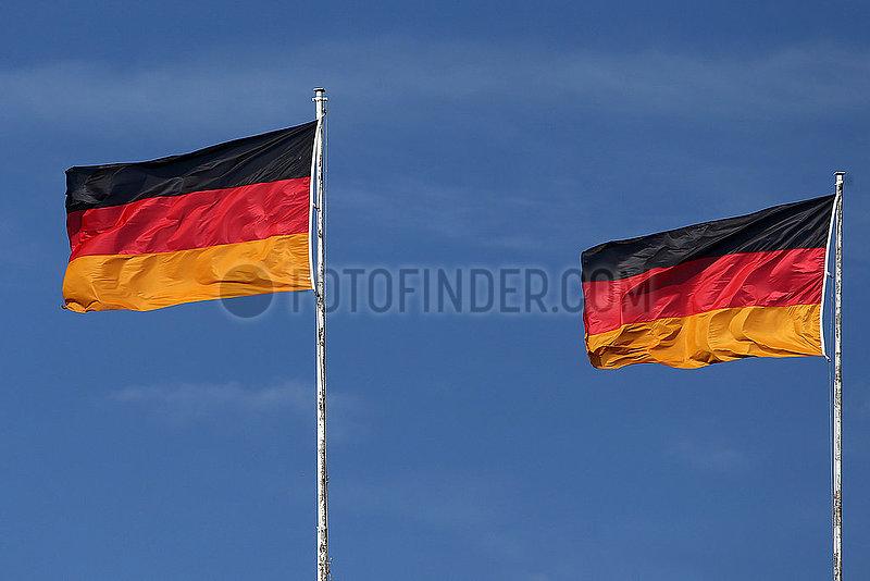 Hoppegarten,  Deutschland,  Nationalfahnen der Bundesrepublik Deutschland