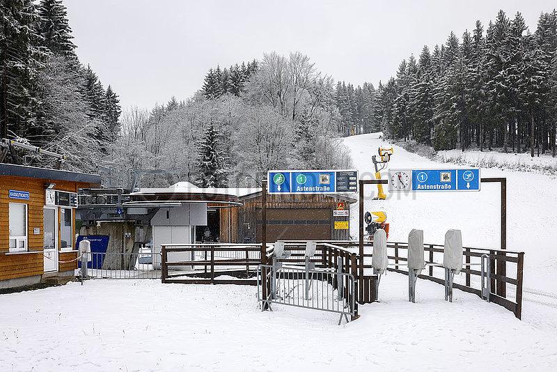 Geschlossener Skilift,  Winterberg,  Sauerland,  Nordrhein-Westfalen,  Deutschland