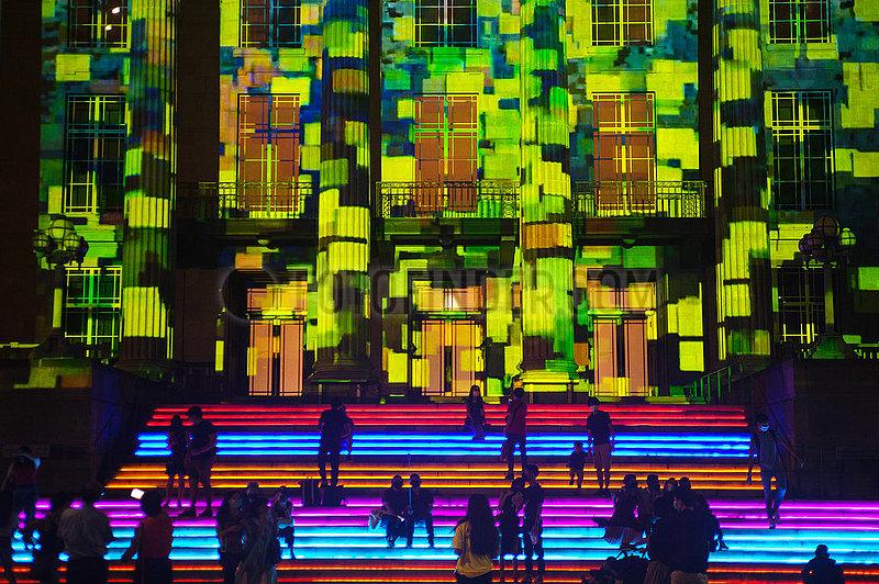 Singapur,  Republik Singapur,  Light to Night Festival 2021 vor der Nationalgalerie im Stadtzentrum