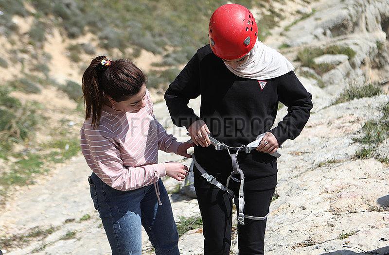 MIDEAST-HEBRON-palästinensische Frauen-Abseilen