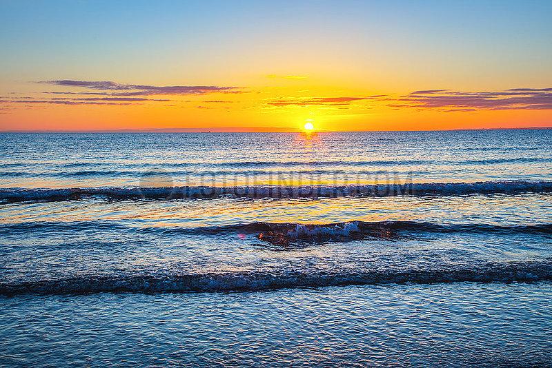 Scharbeutz,  Sonnenaufgang über der Ostsee