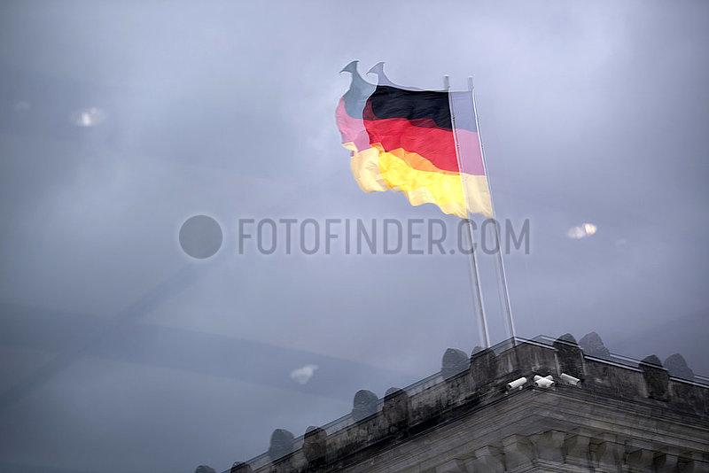 Deutschlandfahne Reichstag