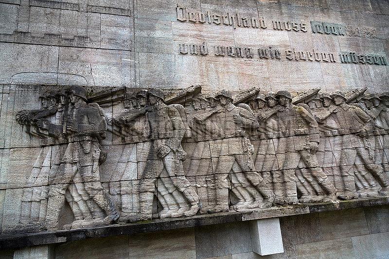 Deutschland,  Hamburg - Umstrittenes Kriegerdenkmal fuer Gefallene des Infanterieregiments Nr. 76 im 1. Weltkrieg,  errichtet 1936 am Stephansplatz beim Dammtor