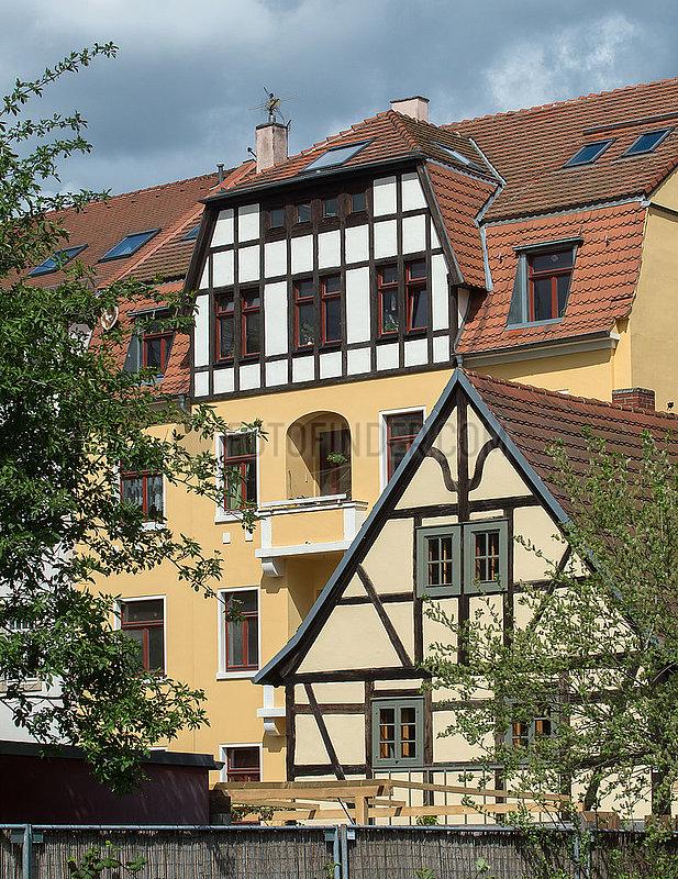 Dresden,  Deutschland - Historisches Gebauedeensemble mit Bauernhof und Mietshaus in Dresden-Pieschen