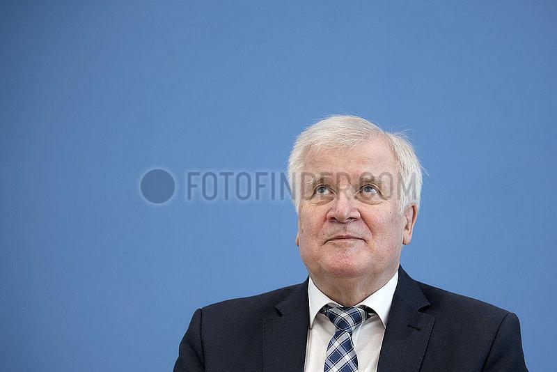 Horst Seehofer,  Verfassungsschutzbericht