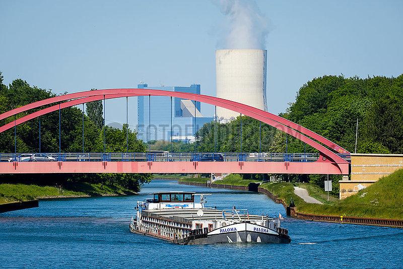 Binnenschiff auf dem Rhein-Herne-Kanal vor Uniper Kraftwerk Datteln 4,  Castrop-Rauxel,  Nordrhein-Westfalen,  Deutschland