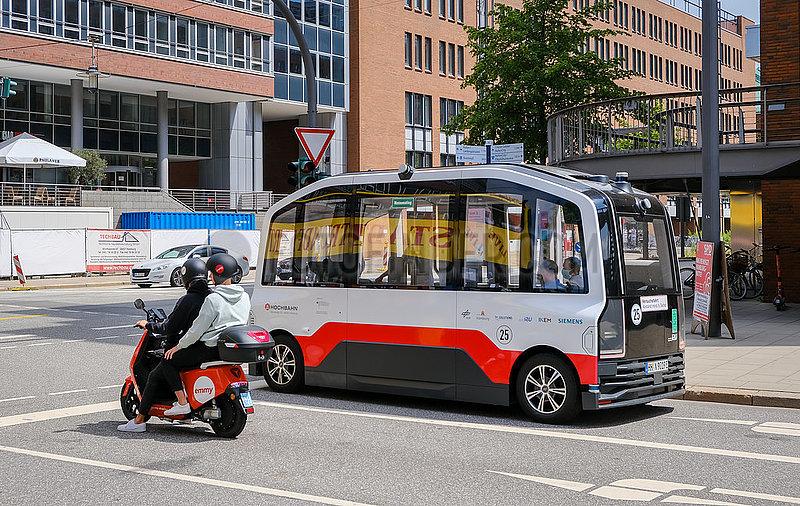 Autonom fahrender Elektrobus in der Hamburger Hafencity,  Hamburg,  Deutschland,  Europa