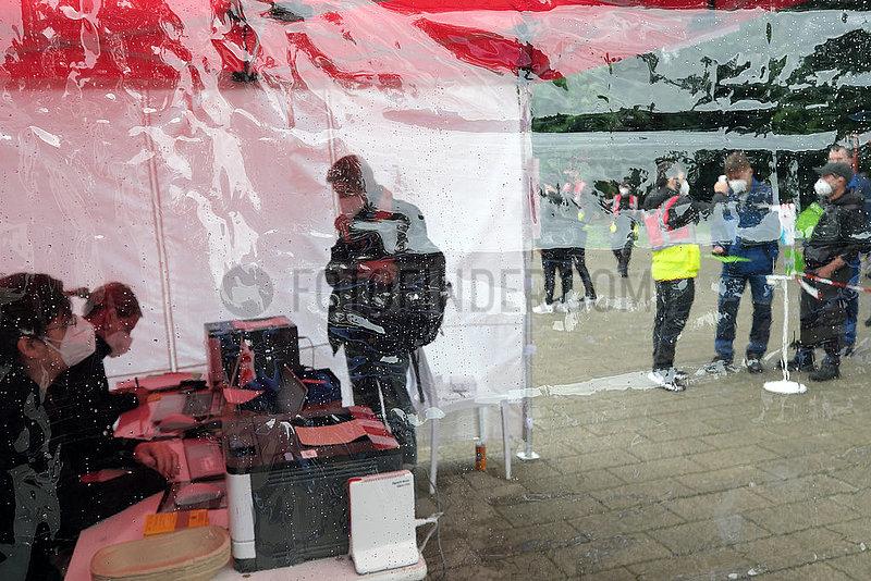 Deutschland,  Bremen - Vom DRK betriebenes,  mobiles Impfzentrum (Impfmobil) im Stadtteil Huckelriede