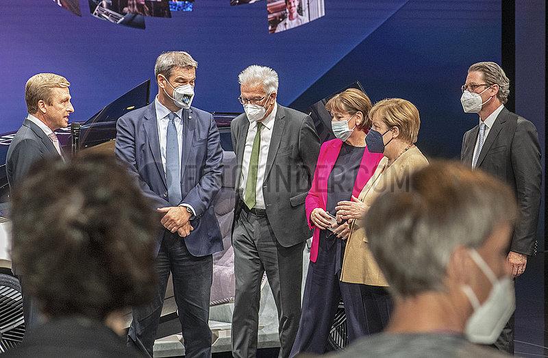 Bundeskanzlerin Angela Merkel,  IAA Muenchen,  Messerundgang mit Markus Soeder u.a.,  07.09.2021