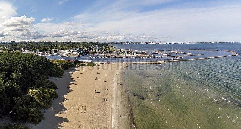 Strand (Rand) und Jachthafen (Jahisadam) von Pirita,  Luftaufnahme,  Tallinn,  Estland