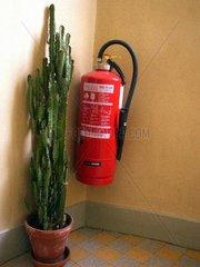 Feuerloescher im Treppenhaus