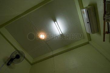 Waende und Decke eines Zimmers im Youth Inn / Vientiane / Laos / SUEDOSTASI