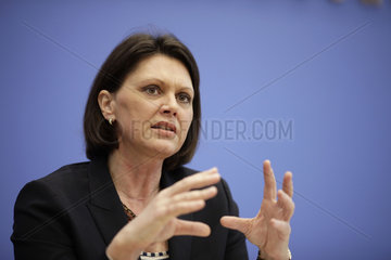 German Agriculture Minister Aigner urges German consumers to throw less food out