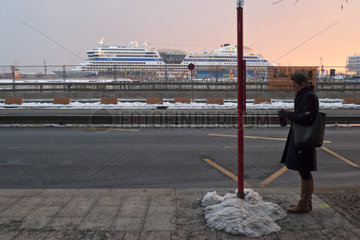 Warten in der HafenCity - online