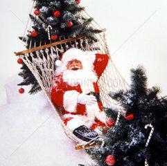 Weihnachtsmann in Haengematte