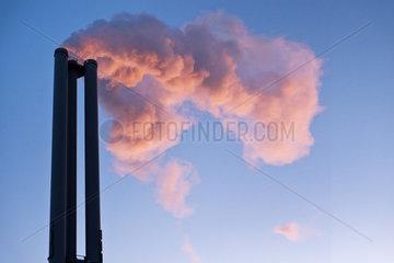 Wasserdampfwolken vom Heizkraftwerk HafenCity