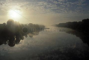 Morgenstimmung ueber der Loire
