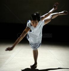 Press preview of 'gefaltet' by German choreographer Sasha Waltz