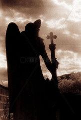 steinerner Engel auf dem Friedhof von Cadaques