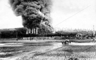 brennende Oelfelder in Rumaemien