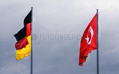Deutsche und tuerkische Flagge