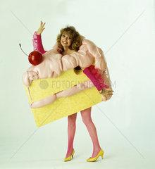 Frau als Torte