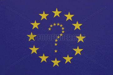 EU Fahne mit einem Fragezeichen aus Sternen in der Mitte