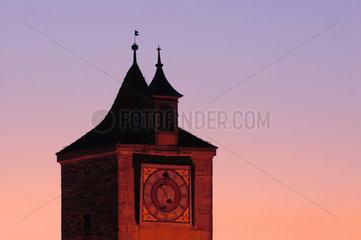 Bayern - Rothenburg ob der Tauber : Franziskanerkirche in der Abenddaemmerung