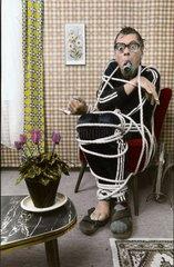 Mann auf Stuhl gefessell