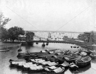 Cavanagh Bruecke am Hafen von Singapur   ca. 1900