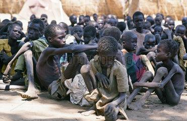 Sudanesische Hungerfluechtlinge in Fundea