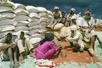 Aethiopische Hungerfluechtlinge im Rot-Kreuz-Camp Adi Gudom